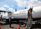 Přílet na Borneo - lítá se vrtulákem